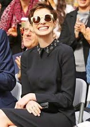 Wow Uniknya Kacamata Hitam Karen Walker