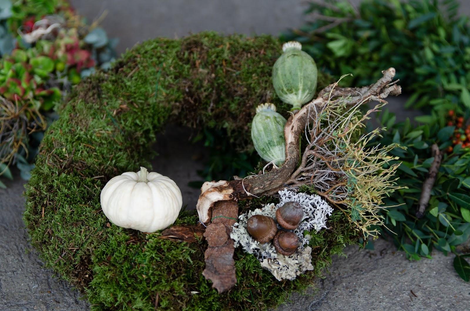 DIY Kranz für den Herbst. Dekoidee selber machen Kränze: Moos und Naturmaterialien