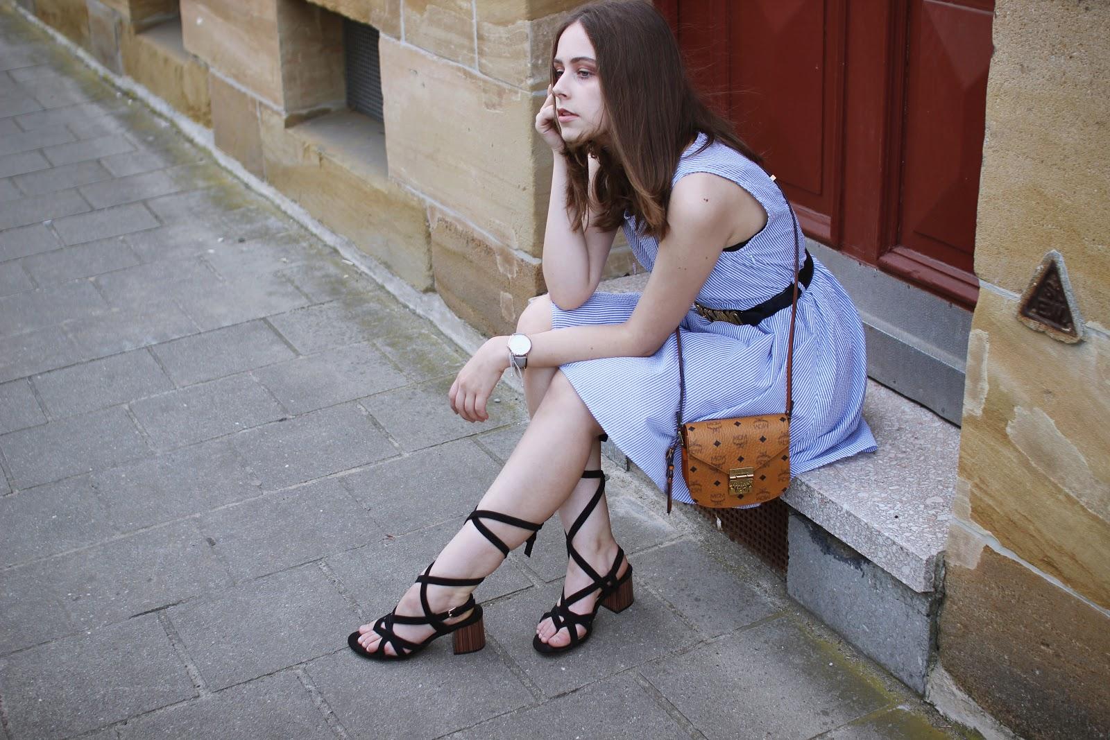 outfit blau weiss gestreiftes kleidchen lace sandals. Black Bedroom Furniture Sets. Home Design Ideas