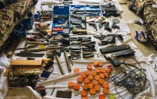 الداخلية تداهم ورشة لتصنيع الأسلحة النارية في أسوان