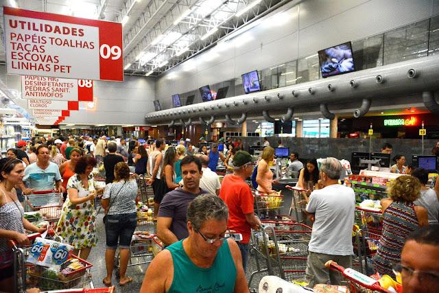 Confiança do Consumidor recua 0,4 ponto em julho, diz FGV
