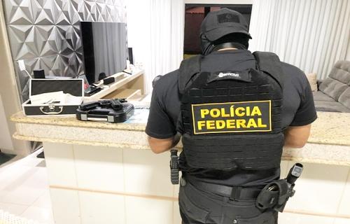 "PF prende 17 integrantes de quadrilha e confisca 20 veículos usados para ""retirar"" droga de RO"