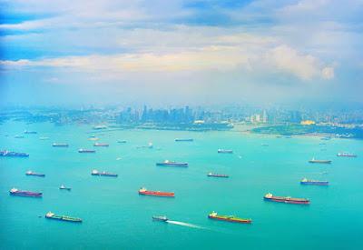 Petroleiros-fundeados-em-singapura