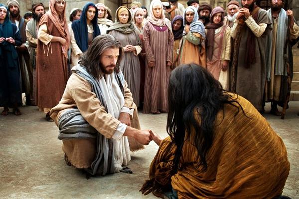 """Interpretação do momento em que Jesus salva a vida da prostituta que seria apedrejada: """"Quem não tem nenhum pecado, atire a primeira pedra"""""""