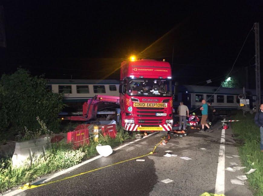 Scontro Treno-Tir sulla linea Torino-Ivrea, il bilancio delle vittime