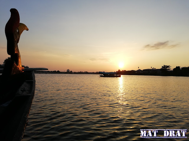 Kuching Sunset Cruise - Sarawak River Cruise Boat Traditional