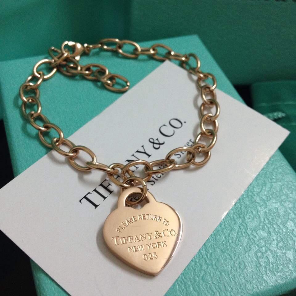 cc85313f4c0ad ... aquela caixa azul turquesa só sei que Tiffany e Tiffany e aceito  algumas joias de presente.aqui,a e para saber o preço de cada peça é só  ligar no sac.