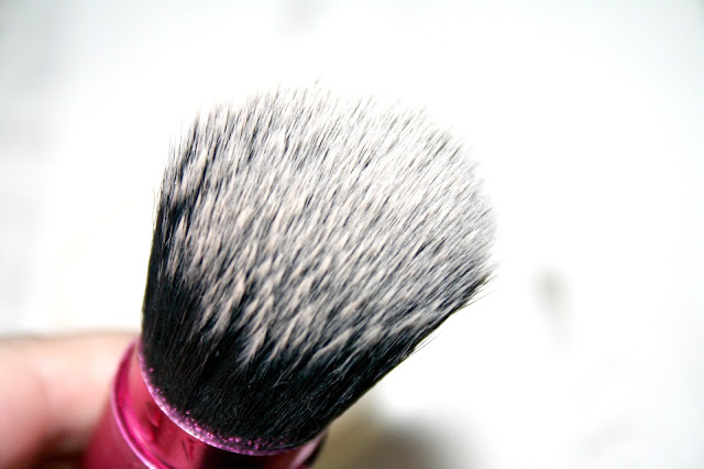 Makeup Revolution Pro Hygiene Sanitising Solid Brush Cleaner