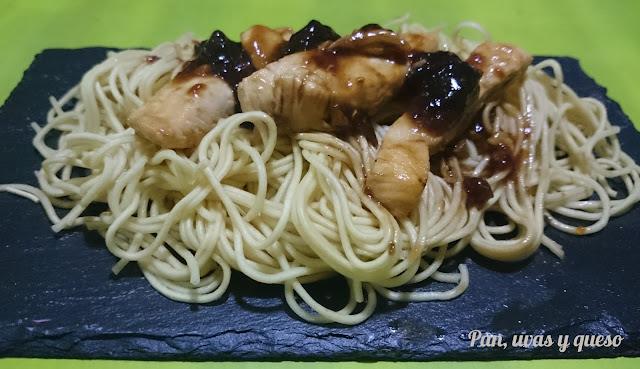 Fideos chinos con pollo teriyaki