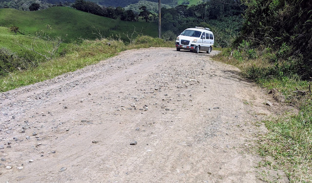Costa Rica Itinerary: Jeep on a gravel road en route from Arenal to Monteverde