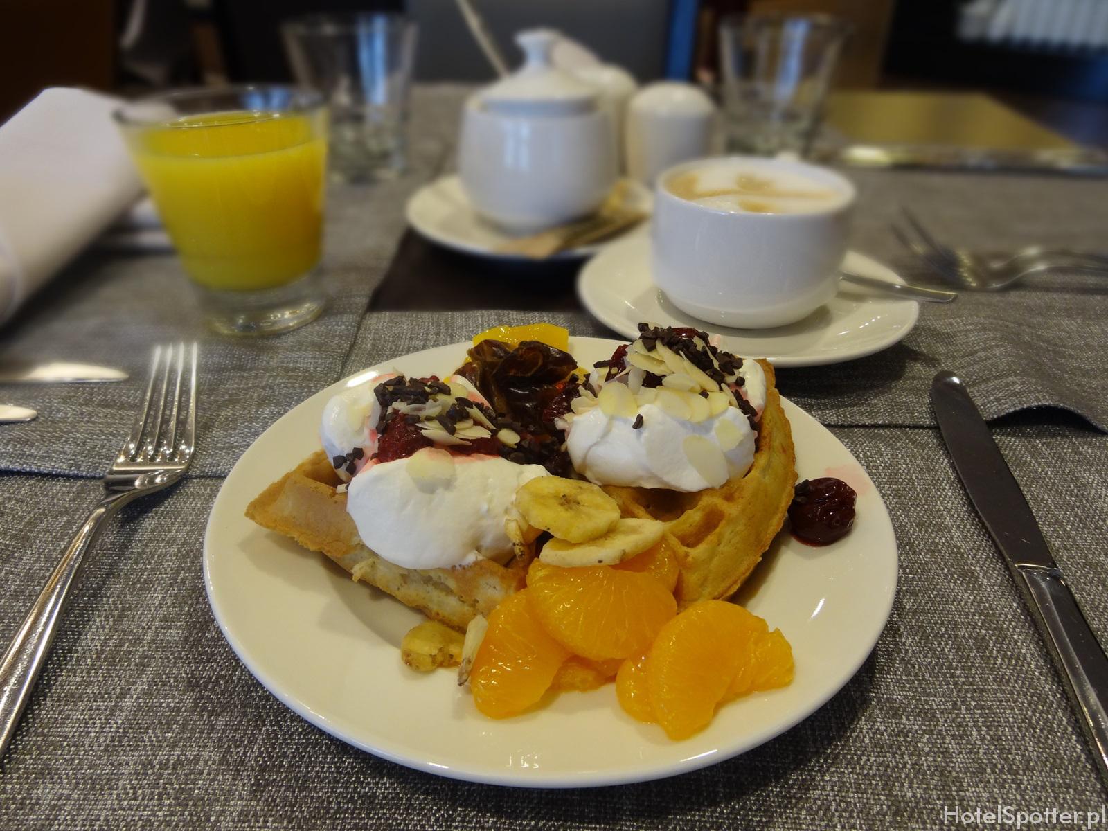 DoubleTree by Hilton Warsaw - gofry na sniadanie