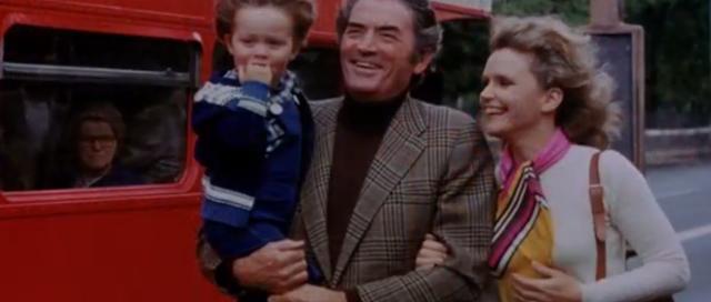 Keluarga Robert Thorn, Katherine Thorn dan Damien di film The Omen (1976)