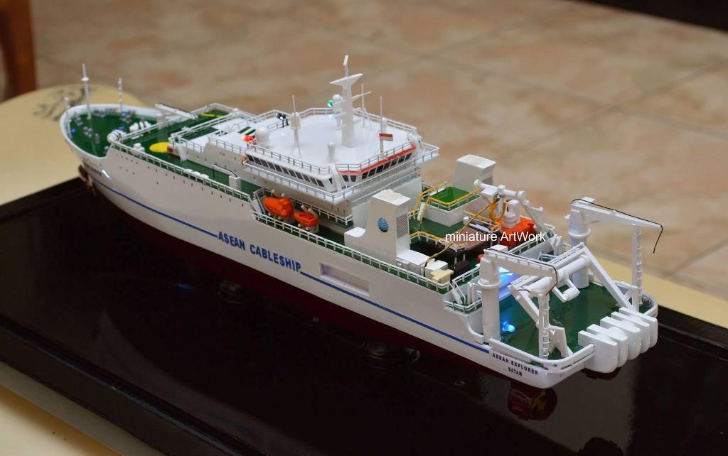 Miniatur Kapal Asean Explorer Ship