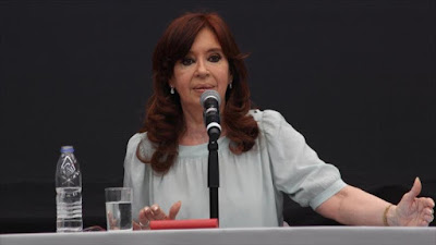 Cristina Fernández llama a enfrentar neoliberalismo de Macri