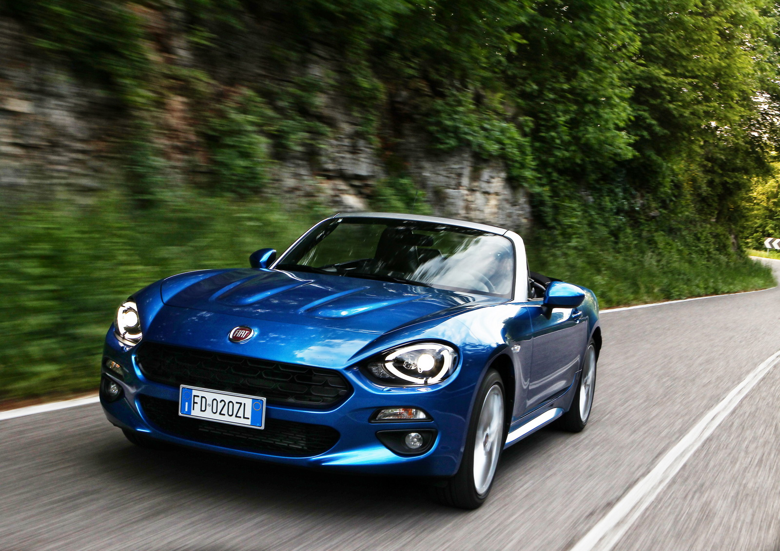 New fiat 124 spider officially launched in europe 60 for Fiat 124 spider motor