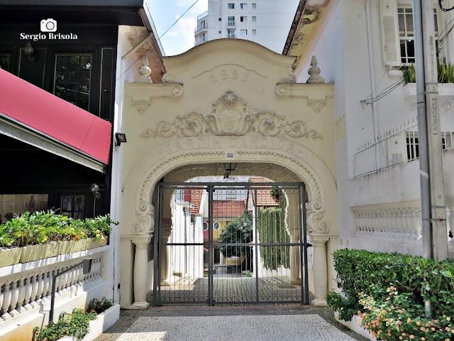 Vista do portal de entrada da antiga Vila Cândida - Pinheiros - São Paulo