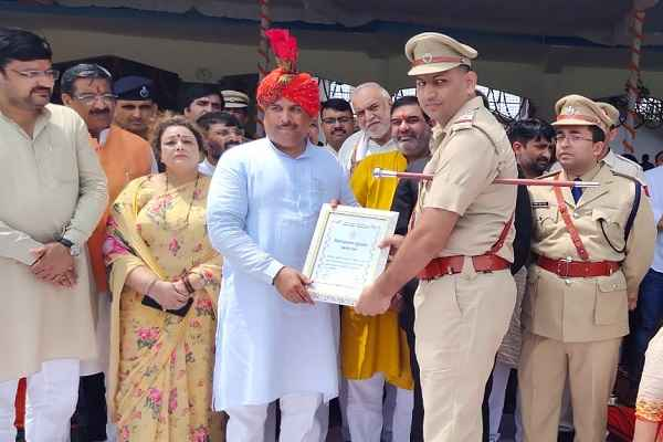 inspector-naveen-kumar-good-work-in-gurugram-cia-sector-31-get-reward