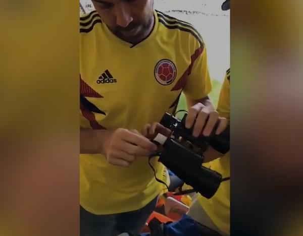 تقنية المشجعين الكولومبيين لجلب الكحول إلى الملاعب La technique des fans colombiens pour faire entrer de l'alcool dans les stades