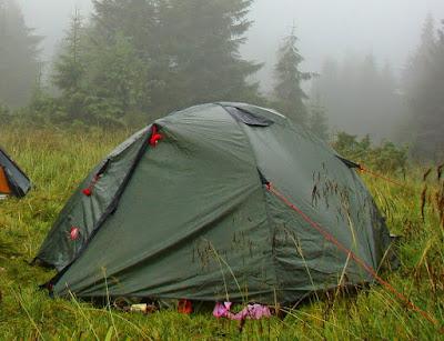 Как установить палатку во время дождя