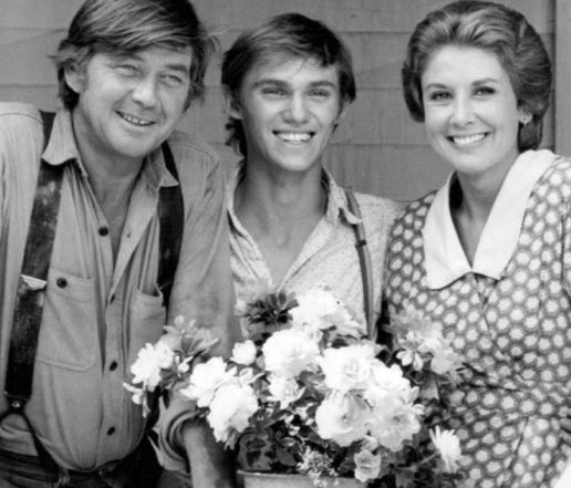 Image: Publicity photo of Ralph Waite (John Walton, Sr.), Richard Thomas (John Boy), and Michael Learned (Olivia Walton) from the television program The Waltons., by CBS Television on Wikimedia.org