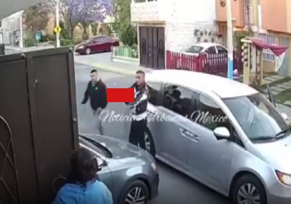 A punta de pistola, ladrones despojan a familia de su auto en Tecámac (Video)