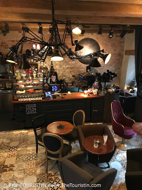 Parunāsim kafe'teeka. Mazā Pils iela 4, Centra rajons, Rīga dining room