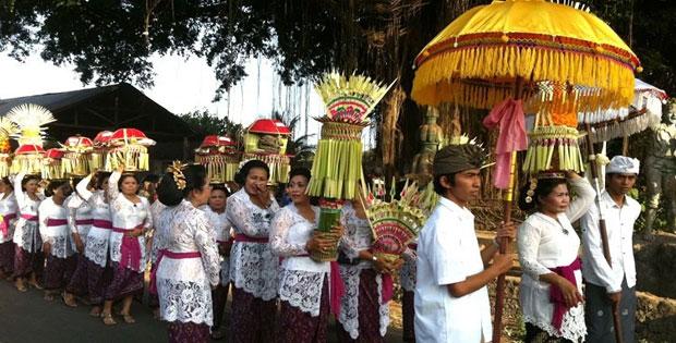Cara Menanggapi Perbedaan Suku di Indonesia