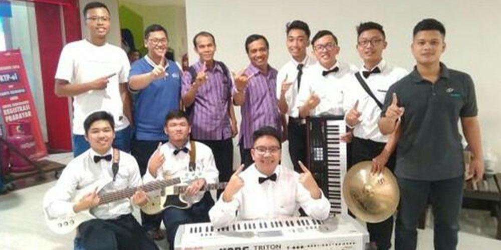 SMA Kristen Kalam Kudus Sukoharjo Juara 1 Lomba Band