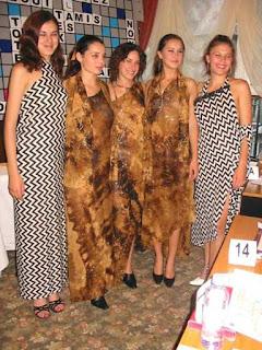 Ramasseuse si dansatoare la Festival International de Scrabble Francophone Sinaia 2003