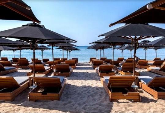 Μπάνιο στην Αττική: Αυτές είναι οιι ωραιότερες δωρεάν παραλίες και οι… πανάκριβες