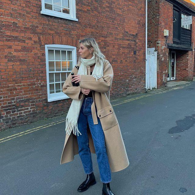25 Best Classic Blue Jeans Winter Outfit Idea