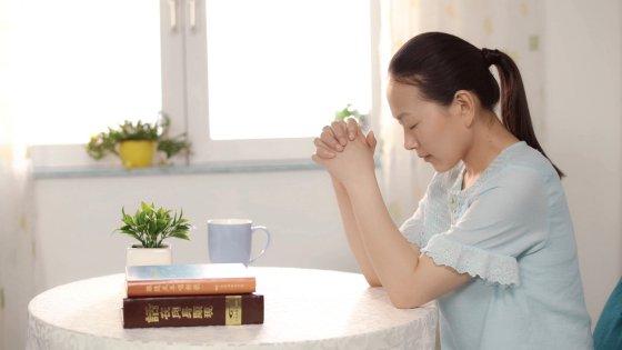 ברק ממזרח ,כנסיית האל הכול יכול, תפילה