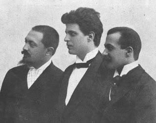 Guido Menasci (right) with fellow librettist Giovanni  Targioni-Tozzetti, flanking composer Pietro Mascagni