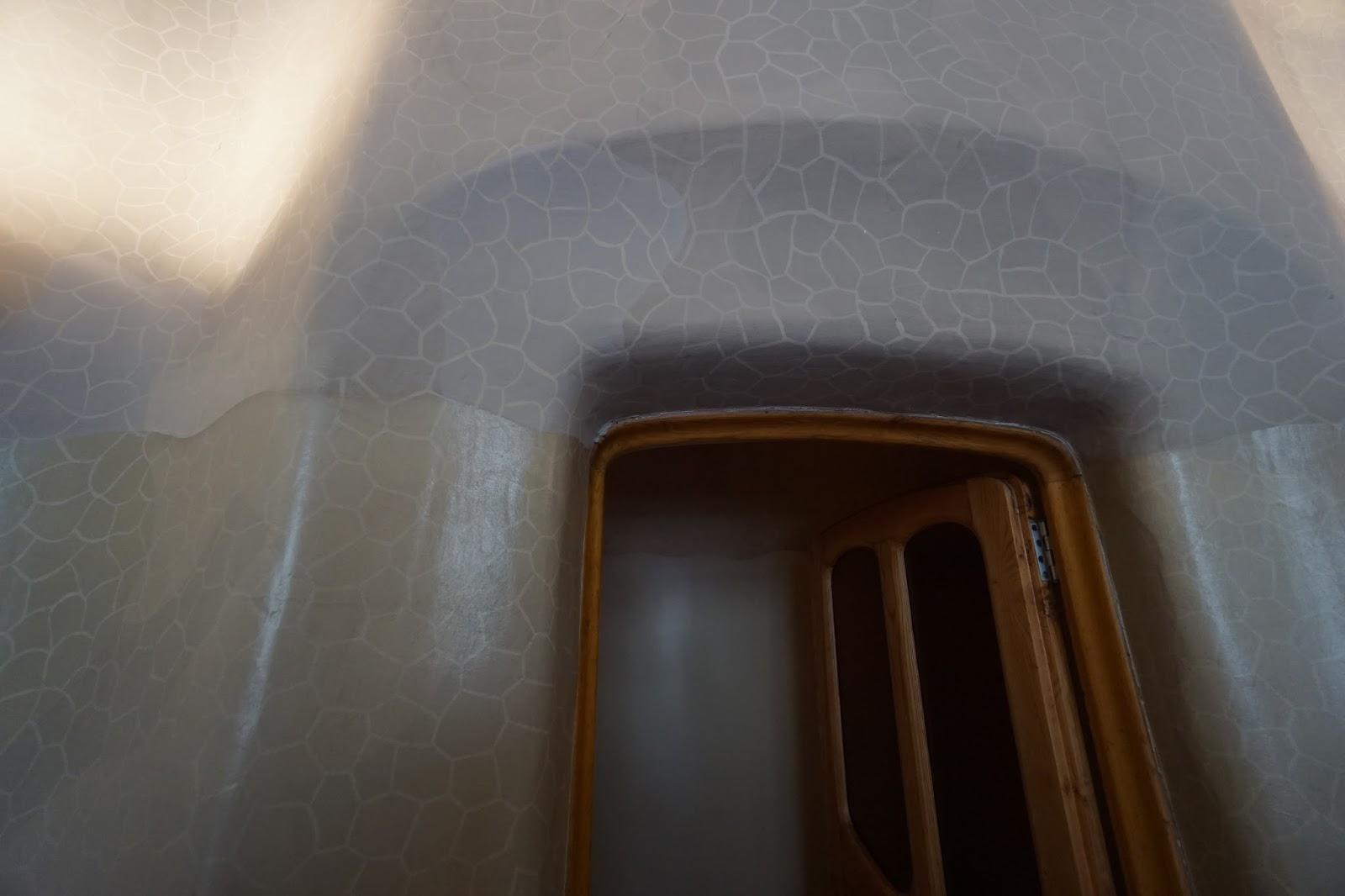 カサ・バトリョ(Casa Batlló) ドアの上部分