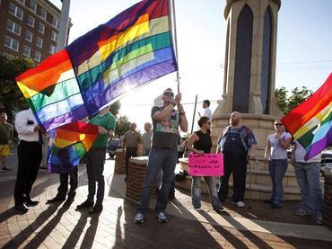 Mayoría de católicos aprueba el matrimonio gay
