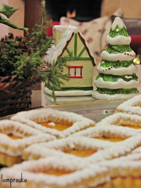 Χριστουγεννιάτικα μπισκότα με μαρμελάδα βερίκοκο.