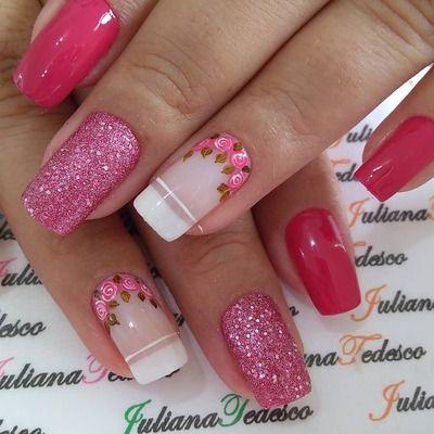 unhas decoradas rosa e com flores às cores
