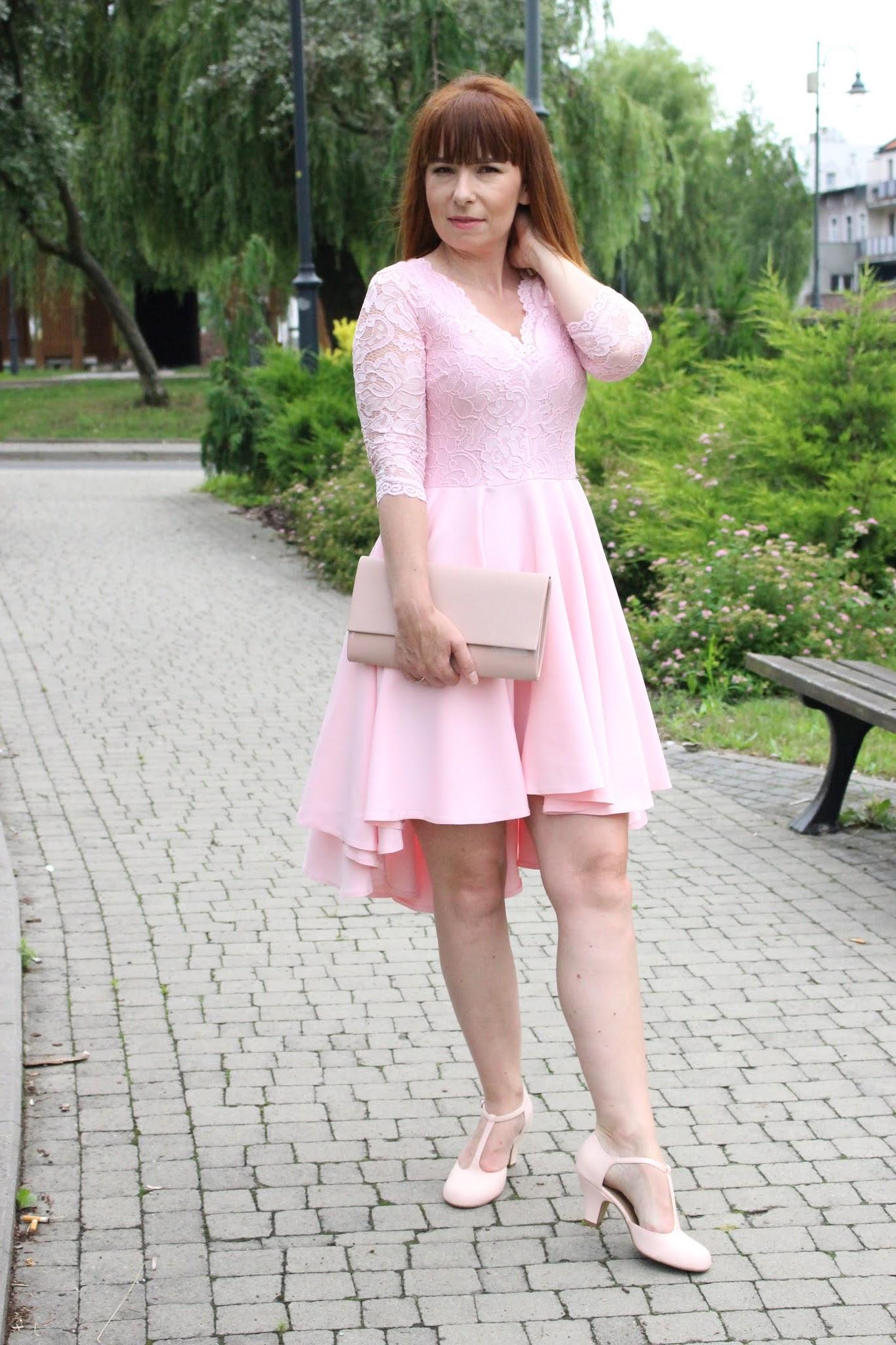 sukienka z koronkową górą i dłuśzym tyłem