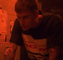 Machine Gun Kelly lança clipe de At My Best