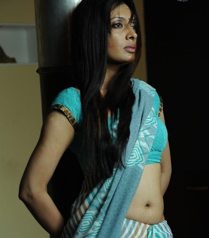 Hot Desi Aunty Actress Surabhi Prabha Saree below navel show photos Surabhi