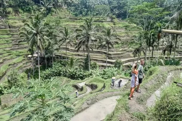 5 Tempat Terindah di Indonesia yang Jadi Destinasi Traveling Favorit