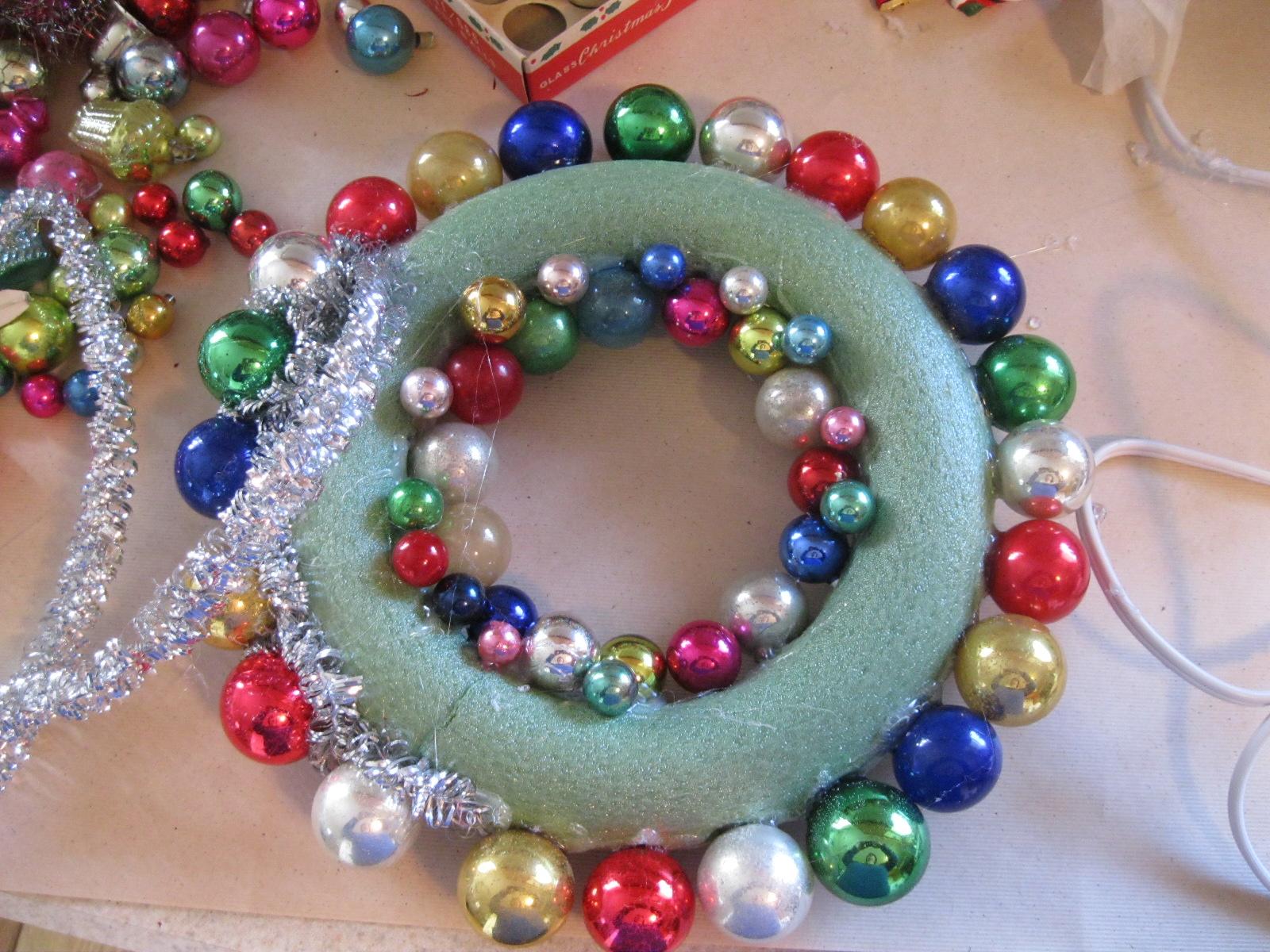 garage sale gal vintage christmas wreath i made one. Black Bedroom Furniture Sets. Home Design Ideas