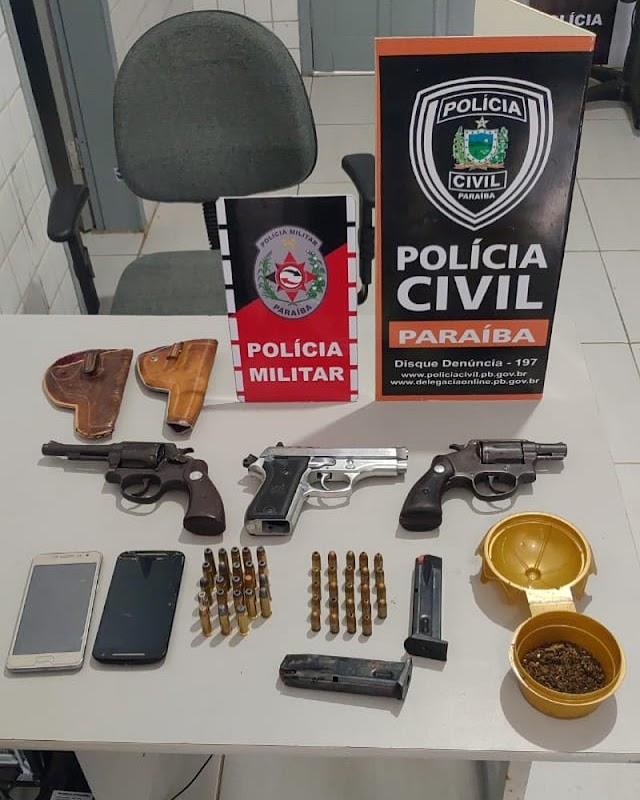 POLÍCIAS PRENDEM ACUSADOS POR POSSES ILEGAL DE ARMA DE FOGO E ENTORPECENTES EM ARARUNA .