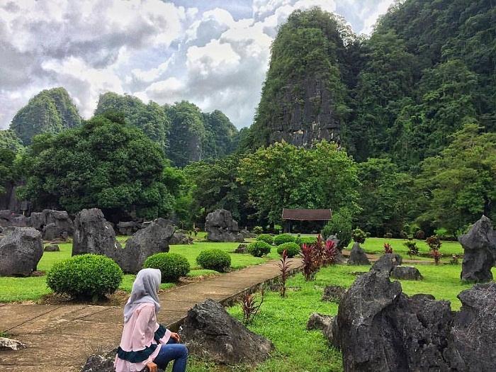 taman prasejarah leang leang maros sulawesi selatan