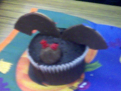 Fern Smith's Classroom Ideas: Tuesday Teacher Tips: Halloween Fun At School with Bat Cupcake Directions