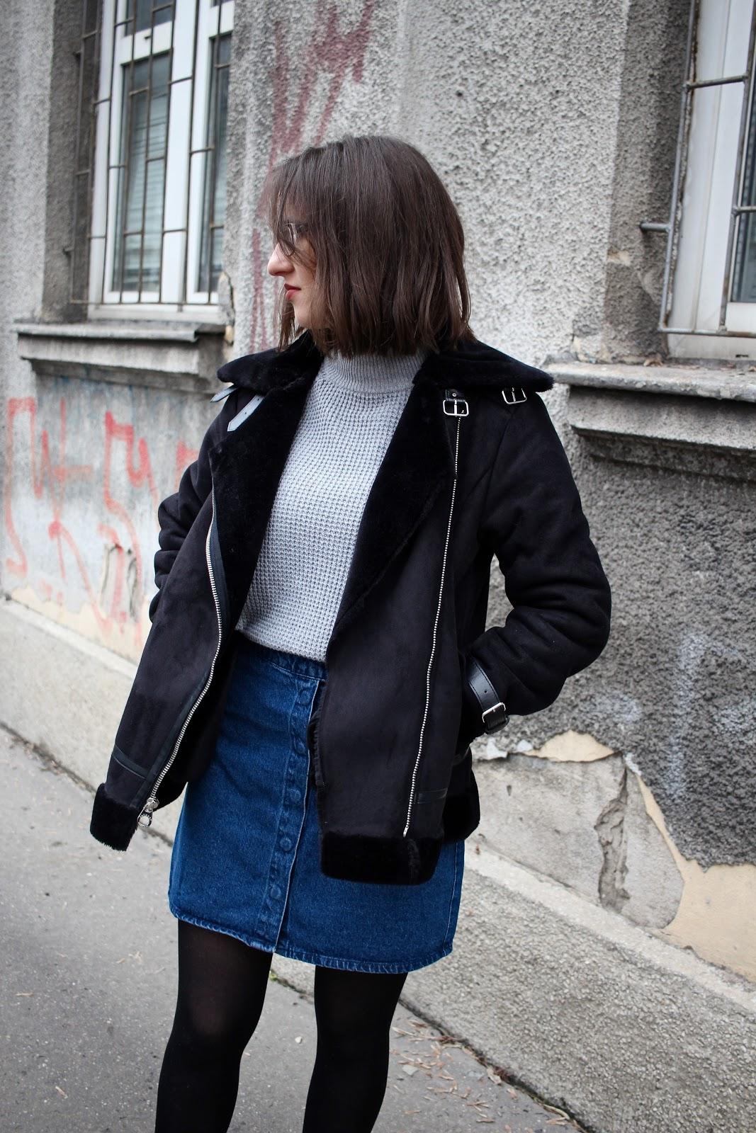 czarny kożuch ramoneska, spódnica a-line blogerka