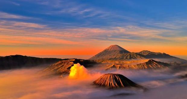 Spot Terbaik Melihat Matahari Terbit di Gunung Bromo