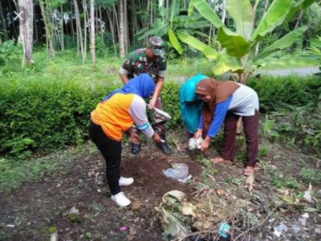 Kader Jumantik Lakukan Pemberantasan Sarang Nyamuk di Desa Majasem