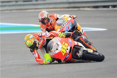 Stoner Bocorkan Cara Kalahkan Rossi
