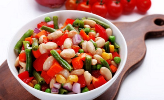 Ensalada de alubias blancas vegetariana